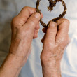Hands of old woman and heart — Stockfoto
