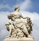Paříž - socha anděla od brány palác versailles — Stock fotografie