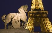 Paris - horse sculpture and Eiffel tower — Stock Photo