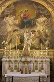 Altar lateral de st. germain auxerrois d iglesia gótica en parís — Foto de Stock