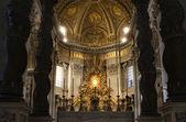 Rome - main altar of st. Peter s basilica — Stock Photo