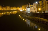 Pisa - waterfront and little chapel of santa Maria della Spina - night — Stock Photo