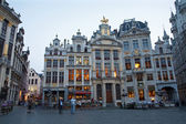 BRUSSELS - JUNE 20: Palaces from 17. and 18. cent. on the Main square or Grote Markt in evening on June 20, 2012 in Brussels. — Stock Photo
