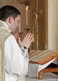 Catholic priest at tridentine mass — Stock Photo