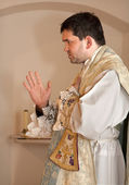 Priest with the cap at tridentine mass - benediction — Stock Photo