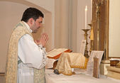 Catholic priest with at tridentine mass — Fotografia Stock