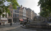 Brussels - The Grasmarkt and Charles Buls fountain in morning light. — Zdjęcie stockowe