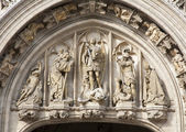 Brussels - detail of Main portal of Town hall - Grand palace — Stock Photo