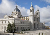 Madrid - Santa Maria la Real de La Almudena cathedral in morning light — Zdjęcie stockowe