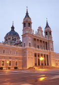 Madrid - Santa Maria la Real de La Almudena cathedral in morning dusk — Stock Photo