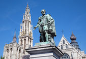 Antwerp - Statue of painter P. P. Rubens and tower of cathedral by Willem Geefs (1805-1883) — Stock Photo