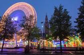 Lieja - 3 września: park rozrywki na wyraził ladeuzeplein - placu w zmierzchu wieczór na sepetember 3, 2013 w leuven, belgia. — Zdjęcie stockowe