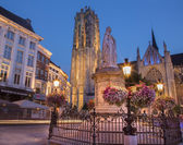 MECHELEN, BELGIUM - SEPTEMBER 4: St. Rumbold's cathedral in dusk and statue of Margaret of Austria on September 4, 2013 in Mechelen, Belgium. — Stock Photo