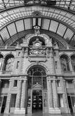 ANTWERP - SEPTEMBER 4: Indoor of Central Station. Building was constructed between 1895 and 1905 on September 4, 2013 in Antwerp, Belgium — Stock Photo