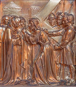 ANTWERP, BELGIUM - SEPTEMBER 5: Jesus and his mother on the cross way. Metal relief from Joriskerk or st. George church on September 5, 2013 in Antwerp, Belgium — Stock Photo
