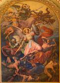 维也纳-7 月 27 日: 大天使麦克和战争与坏天使场景的利奥波德 kupelwieser 从 1860 年的但在 altlerchenfelder 教堂的中殿在 2013 年 7 月 27 日维也纳. — 图库照片