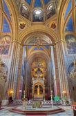 Vídeň - 27. července: presbytář a oltář kostela altlerchenfelder se spoustou fresek posvátné v roce 1861 na 27 červenci 2013 vídeň. — Stock fotografie
