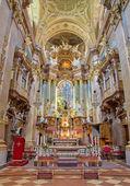 Βιέννη - 3 Ιουλίου: πρεσβυτέριο και κυρίως βωμός του μπαρόκ st. peter εκκλησία ή peterskirche από antonio da bibiena galli und altomonte Μαρτίνο (βωμό χρώμα) στις 3 Ιουλίου 2013 Βιέννη. — 图库照片