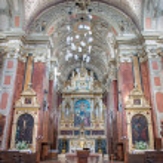 VIENNA - JULY 3: Main altar of Schottenkirche by Heinrich Ferstel with glass mosaic Madonna by Michael Riese on July 3, 2013 Vienna. — Stock Photo