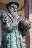LEUVEN - SEPTEMBER 3: Bronze memorial of cartograph Mercator (1512 - 1594) by the artist Raoul Biront and inaugurated in 2001 on September 3, 2013 Leuven, Belgium. — Stock Photo