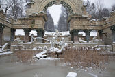 Vienna - fountain in schonbrunn palace - old rome ruins in winter — Stock Photo