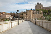 Toledo - Look to San Martin s bride or Puente de san Martin to Monastery of saint John of the King in morning light — Stock Photo