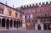 Verona - Piazza dei Signori and Dante Alighieri memorial. — Stock Photo