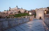 Toledo - Alcazar and Saint Martin bridge in morning dusk — Zdjęcie stockowe