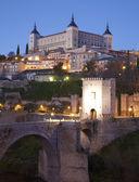Toledo - Alcazar and Saint Martin bridge in morning dusk — Zdjęcie stockowe