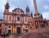 Palermo - San Domenico - Saint Dominic church and baroque column at night — Stockfoto