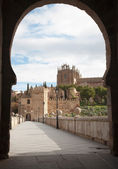 Toledo - Outlook form San Martin s bride or Puente de san Martin to Monastery of saint John of the King in morning light — Stock Photo