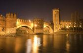 Verona - Scaligero bridge at night - Ponte Scaligero — Stock Photo
