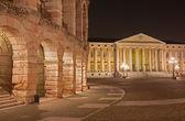 Werona - arena i gmina we włoszech di verona building nocą — Zdjęcie stockowe