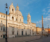 Rome - Piazza Navona in morning and Fontana dei Fiumi by Bernini and Egypts obelisk and Santa Agnese in Agone church — Stock Photo