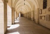 Viena - corredor externo de minoriten iglesia gótica — Foto de Stock
