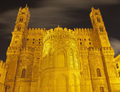 Palermo - Sanctuary of Cathedral or Duomo in Gothic-Catalan style at night — Stock Photo