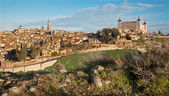 Toledo in morning light - Alcazar and cathedral — Stockfoto