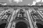 马德里,西班牙-2013 年 3 月 10 日: 门面的巴洛克式教堂圣文澜 e 圣卡耶塔诺. — Stockfoto