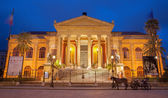 PALERMO, ITALY - APRIL 8, 2013: Teatro Massimo by architect Giovani Battista Filippo Basile in morning dusk. Building was completed in year 1897. — Stock Photo