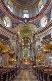 Viena - 3 de julio: presbiterio y nave de barroco san pedro iglesia o peterskirche por antonio galli da bibiena und martino altomonte (pintura de altar) el 03 de julio de 2013 viena. — Foto de Stock