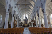 LEUVEN, BELGIUM - SEPTEMBER 3: Nave of church Sint jan de Doperkerk on September 3, 2013 in Leuven, Belgium. — Foto Stock
