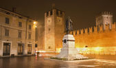 Verona - bastions of Castel Vecchio and square at night — Stock Photo