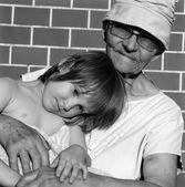 Grandmother and grandchild - sorrow — Stock Photo