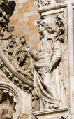 Venice - angel from facade of Doge palace — Stok fotoğraf