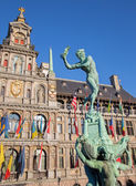 Antwerp - Town hall and Brabo fountain in morning light — 图库照片