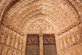 Toledo - 8 mars : portail gothique de la cathédrale primada santa maria de toledo sur 8 mars 2013 à tolède, espagne. — Photo