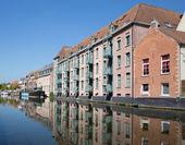 MECHELEN, BELGIUM - SEPTEMBER 4: Housing beside canal in morning light on September 4, 2013 in Mechelen, Belgium. — Stock Photo