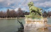 Madrid - 9 marzo: dettaglio da Fontana davanti al monumento di alfonso xii nel buen retiro park dall'architetto jose grases riera dall'anno 1902 in 9 marzo 2013 in Spagna. — Foto Stock