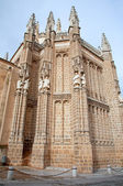 TOLEDO - MARCH 8: East facade of Monasterio San Juan de los Reyes or Monastery of Saint John of the Kings on March 8, 2013 in Toledo, Spain. — 图库照片