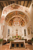 VERONA - JANUARY 28: Sanctuary of Chiesa di Santissima Trinita consecrated in 1117 on January 28, 2013 in Verona, Italy. — 图库照片
